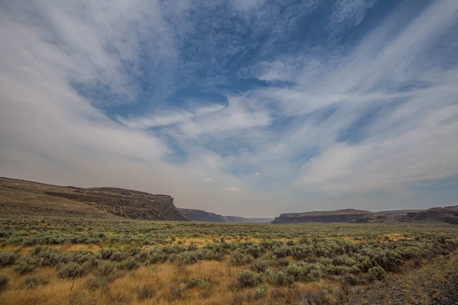 View along the bottom of Moses Coulee