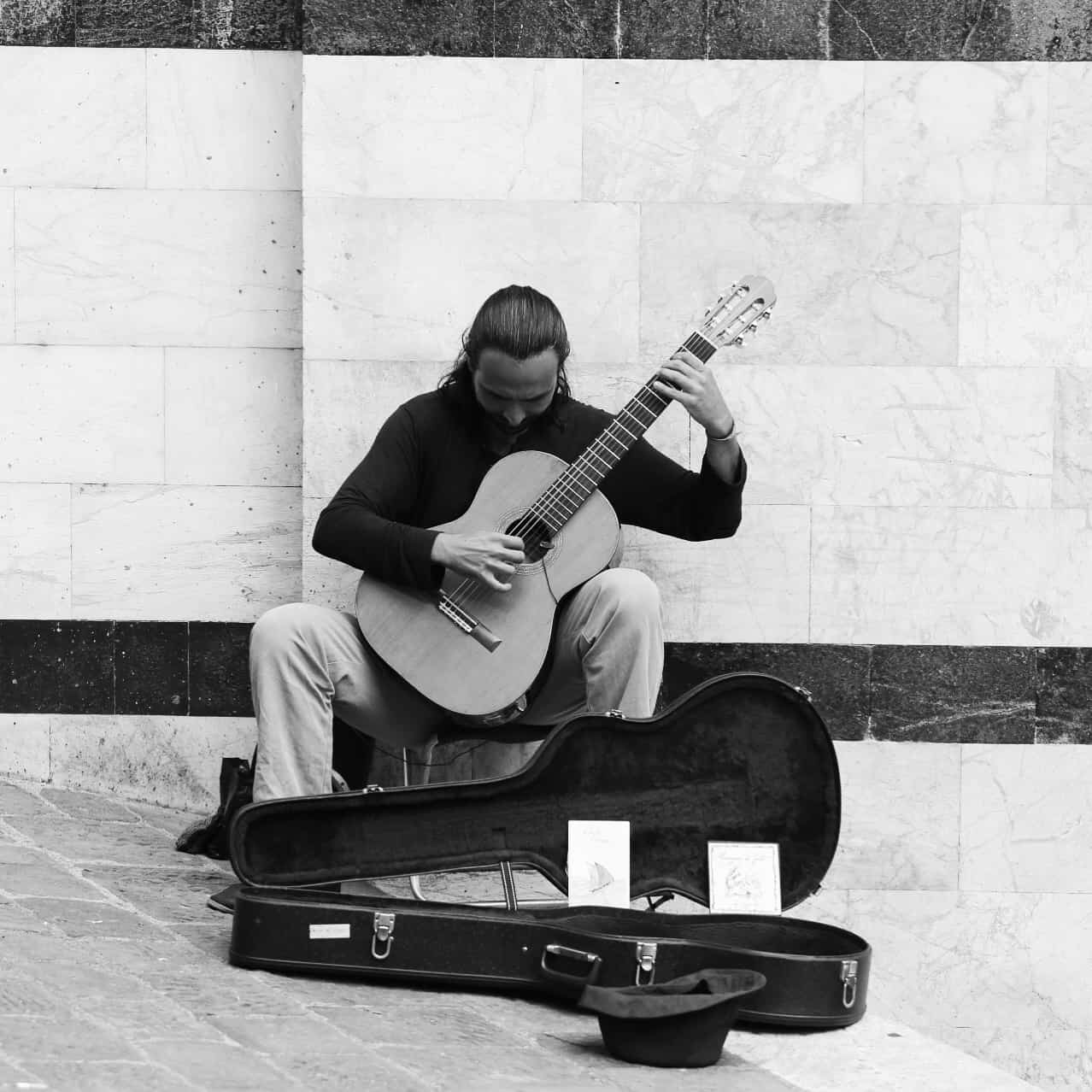 Portraits of Italy: street musician in Siena