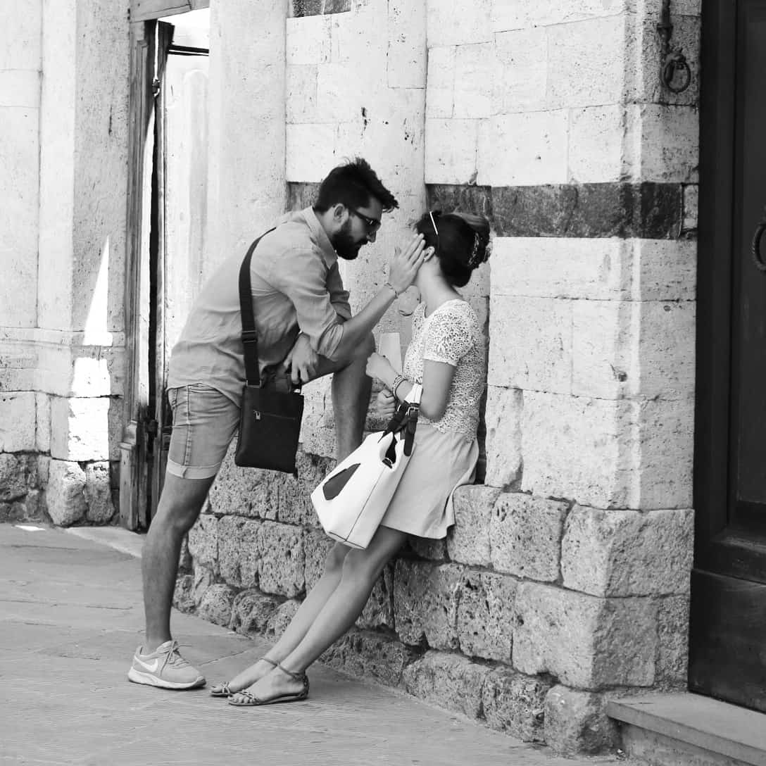 Portraits of Italy: Young lovers in San Gimignano